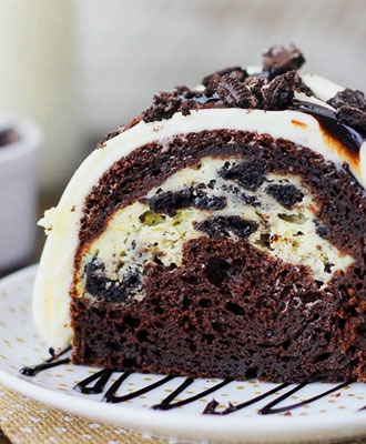 Chocolate Cake with Oreo and Cream Cheese Filling